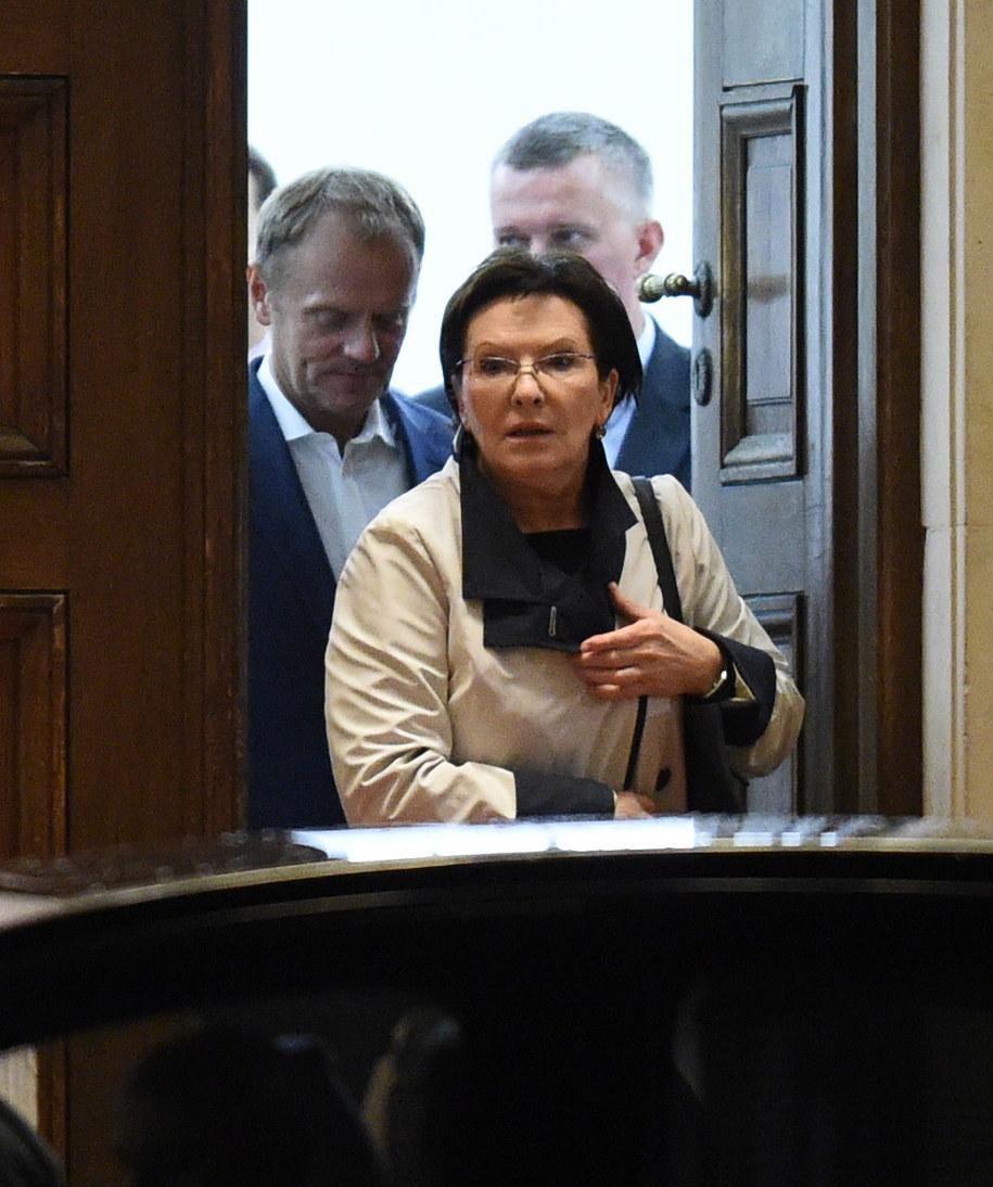 Ewa Kopacz, w tle Donald Tusk /Radek Pietruszka /PAP