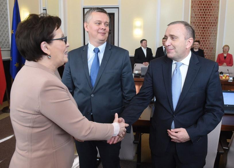 Ewa Kopacz w towarzystwie Grzegorza Schetyny i Tomasza Siemoniaka /Radek Pietruszka /PAP