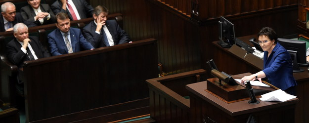 Ewa Kopacz wygłasza expose /Radek Pietruszka /PAP