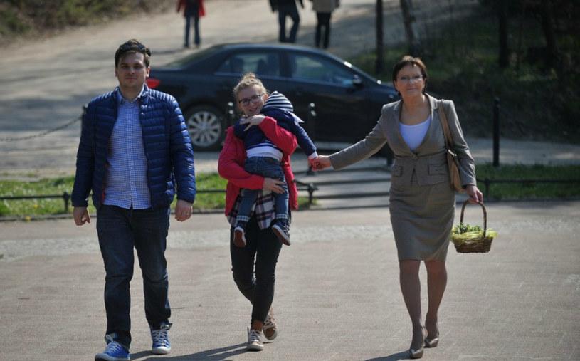 Ewa Kopacz z rodziną - córką, zięciem i wnukiem /Marcin Gadomski /East News