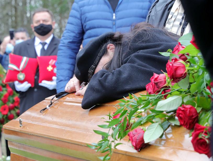 Ewa Krawczyk podczas pogrzebu Krzysztofa Krawczyka w Grotnikach /Piotr Molecki /East News