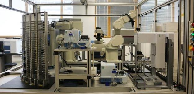 Ewa - robot, który korzysta z systemów sztucznej inteligencji, fot. University of Cambridge /