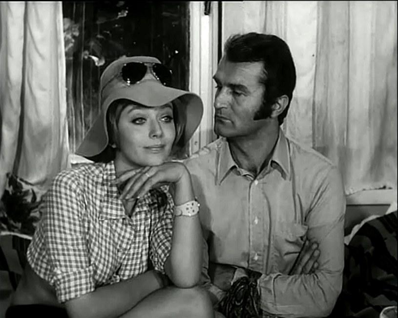 """Ewa Szykulska i Tadeusz Pluciński w filmie """"Hydrozagadka"""" (1970) /INPLUS /East News"""