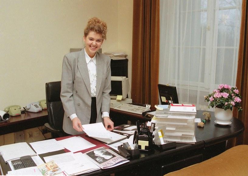 Ewa Wachowicz w 1994 roku jako rzeczniczka prasowa rządu Waldemara Pawlaka /Krzysztof Wojda /East News