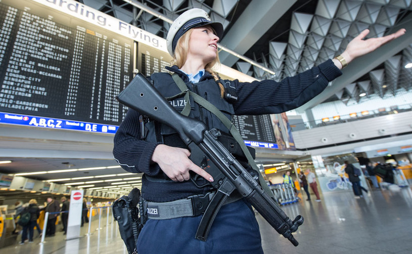Ewakuacja lotniska we Frankfurcie /AFP