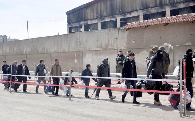 Syria: Wznowiono ewakuację ludności po ataku, w którym zginęło 126 osób