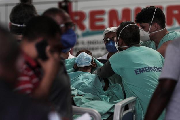 Ewakuacja pacjentów w klinice w Rio de Janeiro /Antonio Lacerda /PAP/EPA