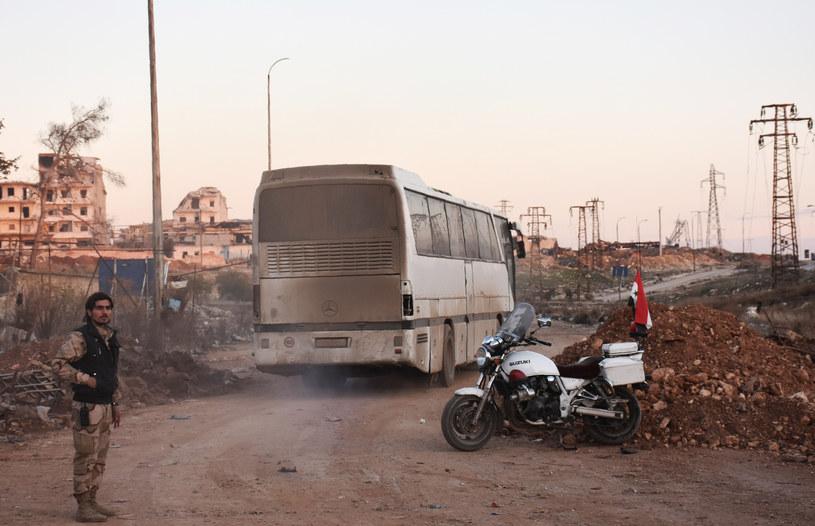 Ewakuacja przebiega z ogromnymi problemami /AFP