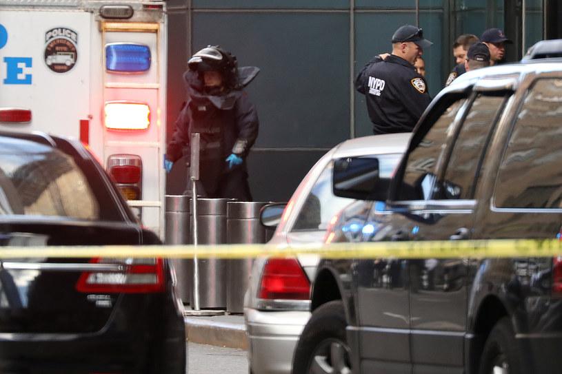 Ewakuacja w Nowym Jorku po otrzymaniu wiadomości o podejrzanych paczkach /REUTERS/Kevin Coombs /FORUM