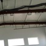 Ewakuacja w toruńskiej szkole. Pęka sufit sali gimnastycznej