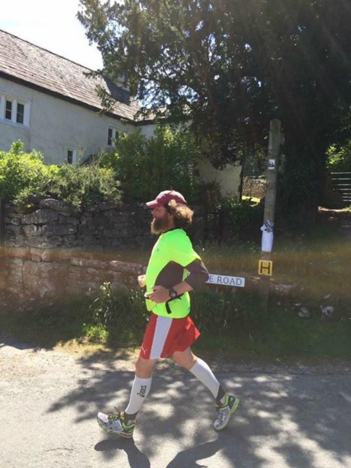 Ewan Gordon w szczytnym celu biegał przez 42 dni /facebook.com/ewan.gordon1 /materiały prasowe