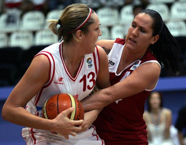 Ewelina Kobryn (z lewej) /AFP
