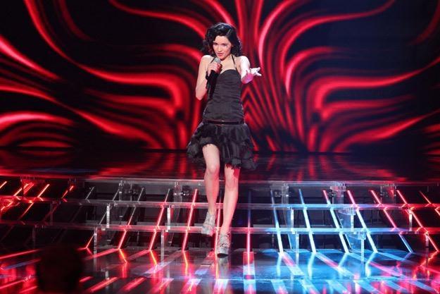 """Ewelina Lisowska na planie programu """"X Factor"""" - fot. Paweł Wrzecion /MWMedia"""