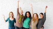 """Ewolucja Dnia Kobiet. Od """"dobrotliwego seksizmu"""" i pustych gestów do kobiecej solidarności"""