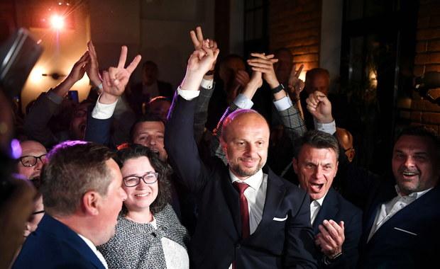 Exit poll: Konrad Fijołek wygrywa wybory na prezydenta Rzeszowa w pierwszej turze