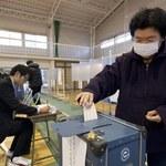 Exit polls: Japońscy konserwatyści wygrali wybory parlamentarne