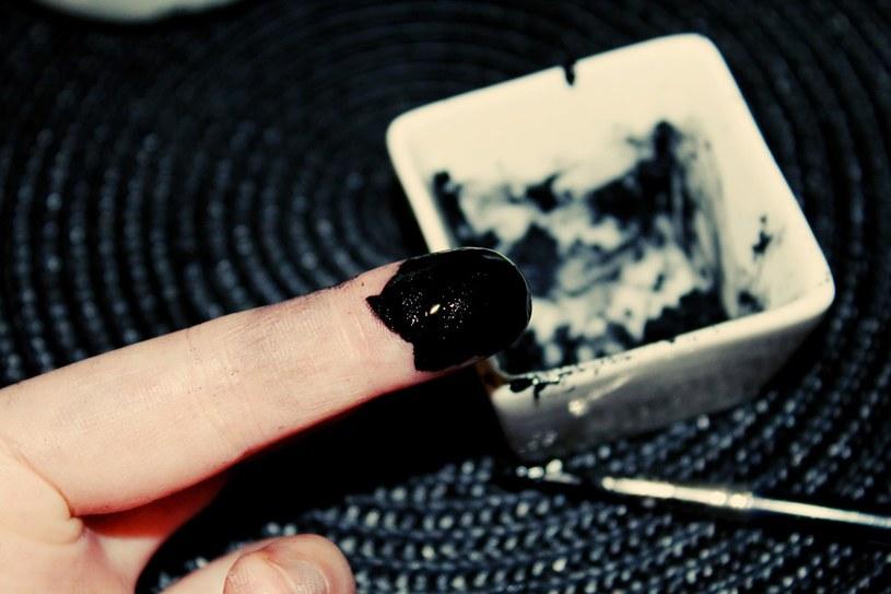 Eyeliner domowej roboty /© Photogenica