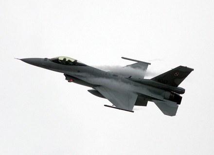 F-16 ma rasową, myśliwską sylwetkę/fot. Adam Nocoń /Agencja SE/East News