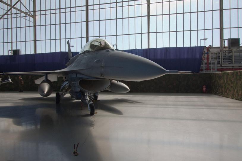 F-16 w bazie w poznańskich Krzesinach /Sebastian Czopik /Reporter