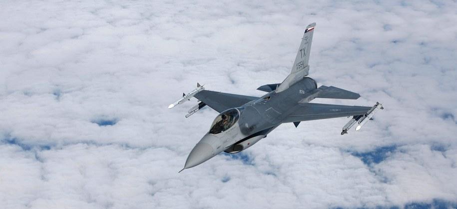 F-16 [zdj. ilustracyjne] /PAP/EPA/BRUCE OMORI  /PAP/EPA