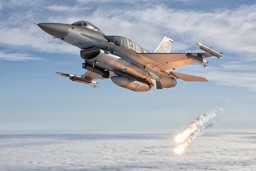 """F-16, zdjęcie z albumu """"Sięgając nieba"""" /Bartek Bera /INTERIA.PL"""