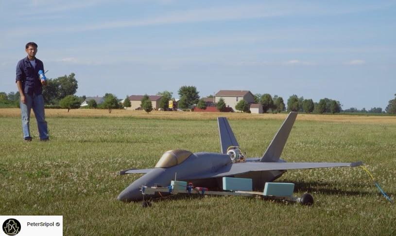 F-18 Hornet to koszt około 66 mln dolarów - Youtuber zbudował sobie własną wersję samemu /YouTube