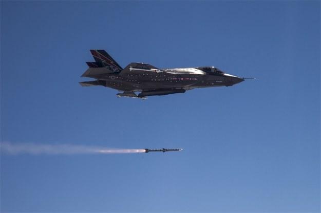 F-35 odpalił AIM-120. Fot. af.mil /materiały prasowe