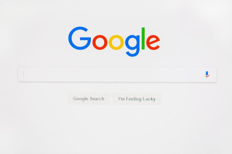 F11 przełącza Google Chrome w tryb pełnoekranowy /123RF/PICSEL