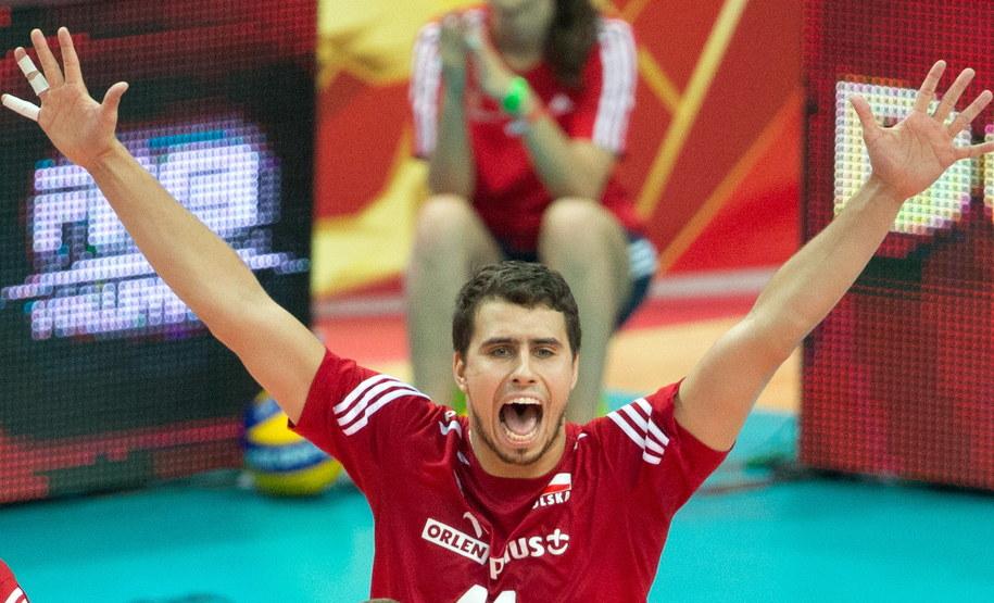 Fabian Drzyzga cieszy się podczas meczu półfinałowego mistrzostw świata siatkarzy z Niemcami /Andrzej Grygiel /PAP