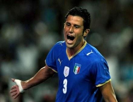 Fabio Grosso zdobył przepiękną bramkę w meczu z Bułgarią /AFP