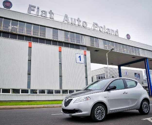 Fabryka Fiata w Tychach. Na pierwszym planie Lancia Y /
