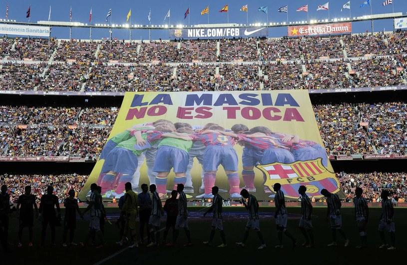 Fabryka talentów, jaką jest La Masia, dla kibiców Barcelony jest nietykalna /AFP