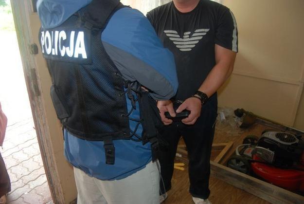 Fabrykę podrabianych skarpet znaleziono w miejscowości Turzno k. Torunia. Fot. WOJCIECH BASALYGO /Agencja SE/East News