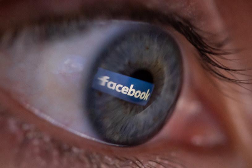 Facebook chce być w pełni transparentny /AFP