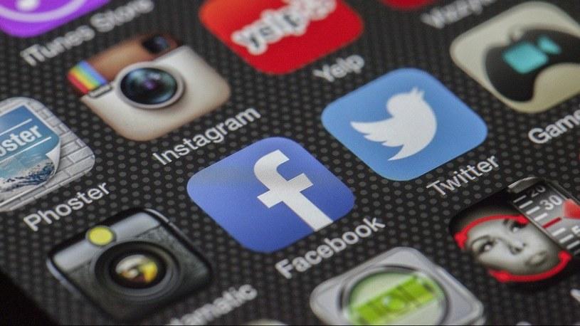 Facebook chce byś na iPhone zezwolił na śledzenie. W zamian dostaniesz... lepsze reklamy /Geekweek