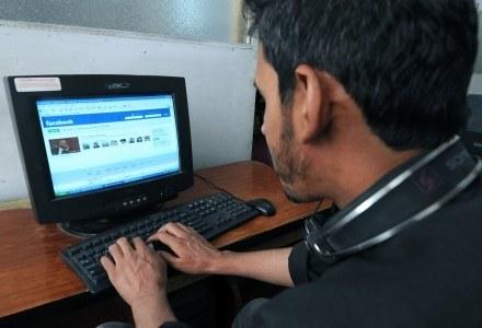 Facebook coraz częściej staje się celem ataków cyberprzestępców /AFP