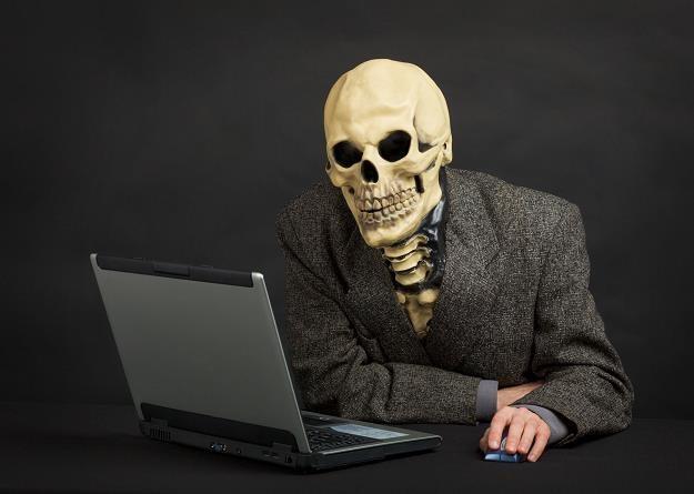 Facebook nie opuści cię nawet po śmierci /©123RF/PICSEL