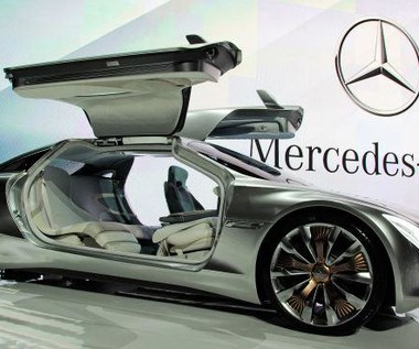 Facebook w każdym Mercedesie