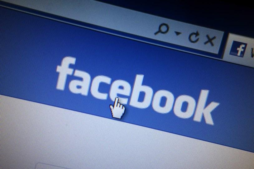 Facebook zmieni sposób wyświetlania treści /123RF/PICSEL