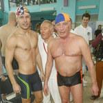 Facet Magdy Boczarskiej mistrzem w pływaniu!