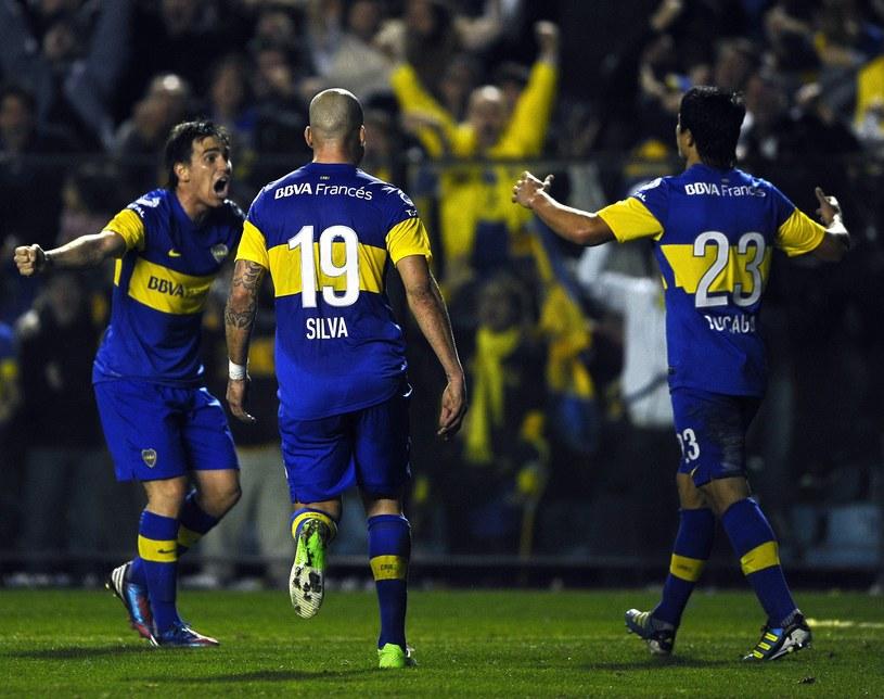 Facundo Roncaglia (pierwszy z prawej) dał prowadzenie Boca Juniors /AFP