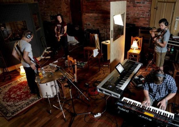 Fade Out materiał na album zarejestrował w RecPublica Studio /
