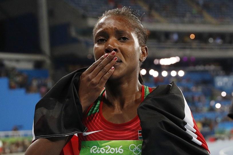 Faith Kipyegon popłakała się po zakończeniu rywalizacji /AFP