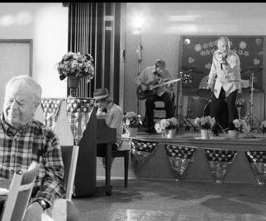 "Faith No More: Impreza w domu starców (""Sunny Side Up"")"