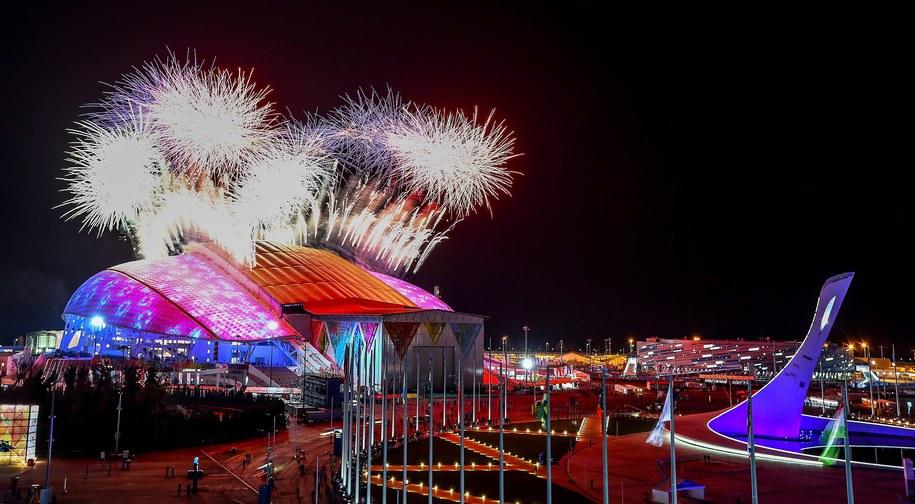 Fajerwerki nad Stadionem Olimpijskim Fiszt na rozpoczęcie ceremonii /HANNIBAL HANSCHKE /PAP/EPA