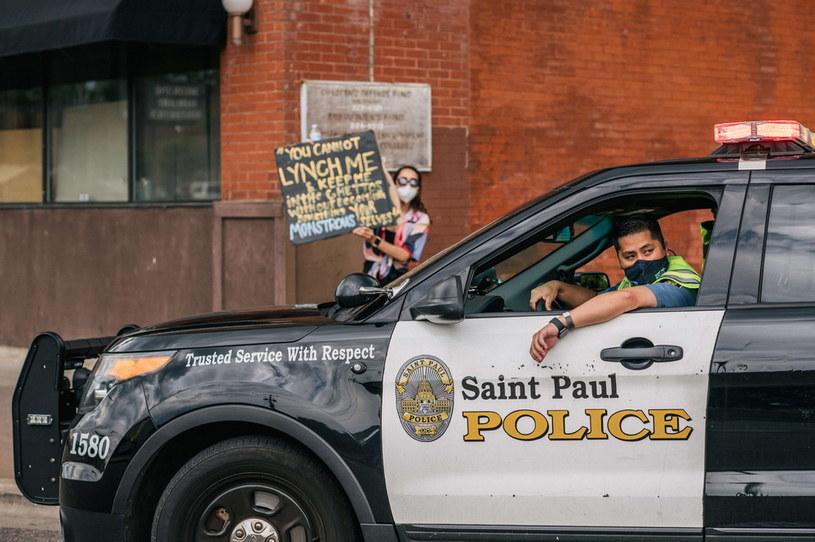 Fala protestów związanych z brutalnością amerykańskiej policji miała i ma wpływ na różne dziedziny gospodarki, w tym także na gry wideo /AFP