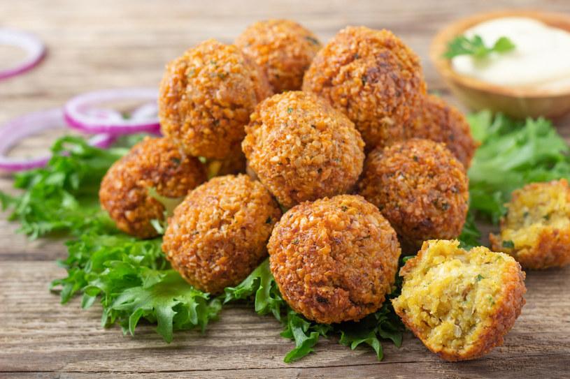 Falafel to popularny zamiennik mięsnych pulpetów /123RF/PICSEL