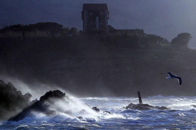 Fale u wybrzeży Francji, zdjęcie ilustracyjne /AFP