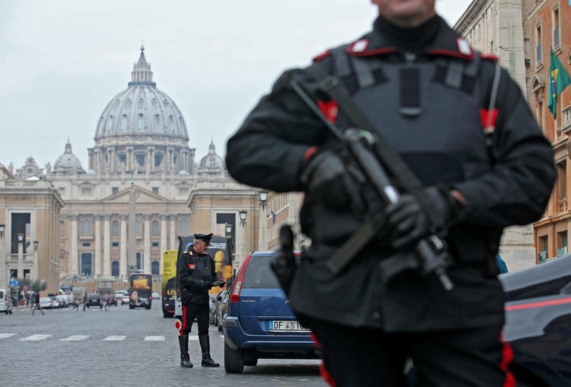 Fałszywe alarmy bombowe w Rzymie i Mediolanie /PAP/EPA