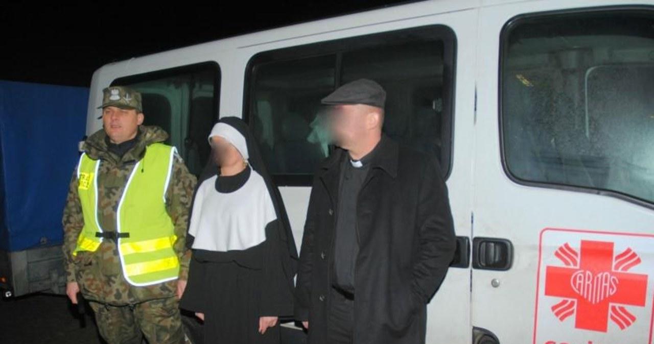 Fałszywy ksiądz i zakonnica przemycali papierosy